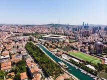 Istanbul, Turquie - 23 février 2018 : Vue aérienne Kadikoy Moda Kurbagalidere de bourdon avec le stade de Fenerbahce Sukru Saraco Photo stock