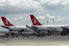 ISTANBUL, TURQUIE - lignes aériennes de Turkisk - aéroport d'Ataturk Photos libres de droits