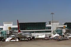 ISTANBUL, TURQUIE - lignes aériennes de Turkisk - aéroport d'Ataturk Photographie stock