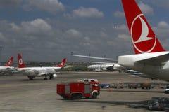 ISTANBUL, TURQUIE - lignes aériennes de Turkisk - aéroport d'Ataturk Images libres de droits