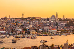 Istanbul, Turquie, vue sur la baie d'or de klaxon de la tour de Galata Image stock