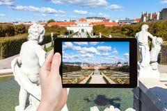 Istantanea della fontana, del giardino e del belvedere più basso Fotografia Stock Libera da Diritti