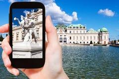 Istantanea della scultura vicino al palazzo superiore di belvedere Fotografia Stock Libera da Diritti
