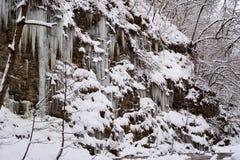 Istappar på Rocks Royaltyfri Fotografi