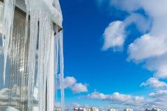 Istapphängning på balkong av huset Fotografering för Bildbyråer