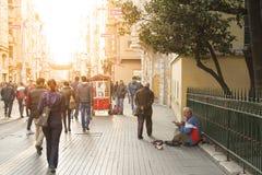 Istiklal街道在Taksim-Beyoglu,伊斯坦布尔 免版税图库摄影