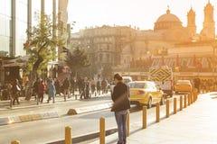 Istiklal gata i Taksim-Beyoglu, Istanbul Arkivbild