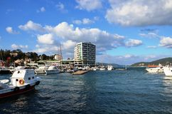 Istinye bij baai, hotel en jachtlandschappen Royalty-vrije Stock Fotografie