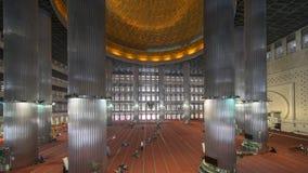 Istiqlal清真寺的回教崇拜者 免版税库存照片