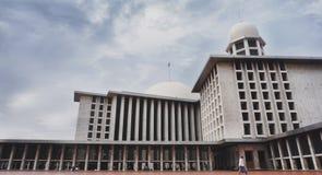 Istiqlal is de grootste moskee in Zuidoost-Azië stock foto