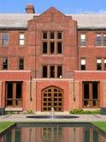 Istituto universitario & giardino dentellare del mattone Fotografia Stock