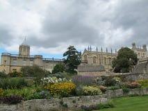 Istituto universitario Oxford della chiesa di Cristo con il cielo scuro immagini stock libere da diritti