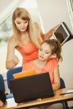 Istitutore dell'insegnante e dello studente in aula Fotografia Stock