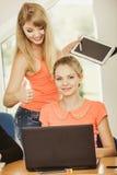 Istitutore dell'insegnante e dello studente in aula Fotografie Stock