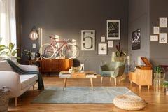 Istna fotografia wnętrze rozrywka pokój z rocznika futerkiem obrazy stock
