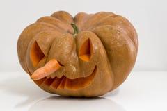 Istna pomarańczowa Halloween bania z cyzelowaniem obrazy stock