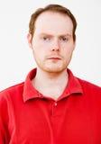 Istni ludzie portretów: Poważny miedzianowłosy mężczyzna Zdjęcia Stock