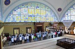 Istoc崇拜清真寺仪式在祷告,伊斯坦布尔, Tur集中了 免版税库存图片