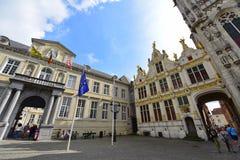Istoricgebouwen van Brugse Vrije in Brugge stock afbeeldingen