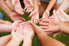 Istot ludzkich ręki pokazuje jedność Fotografia Stock