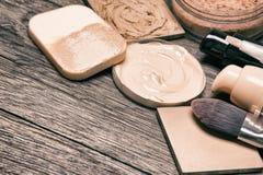 Istotni produkty dla twarzy makeup z kopii przestrzenią obraz royalty free