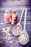 Istotny masażu olej, morze sól i kwiaty, Zdrój i ciała opieka zdjęcie royalty free