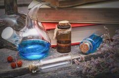 istotny olej jako depresji wydajny ziołowy hypericum właśnie medycyny perforatum częstowanie obraz royalty free