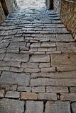 被修补的街道莫托文, Istria,克罗地亚 图库摄影