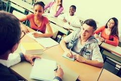 Istruisca gli allievi alla lezione nella scuola Immagine Stock Libera da Diritti