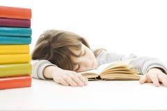 Istruisca la ragazza che studia allo scrittorio che è faticoso. Fotografie Stock Libere da Diritti