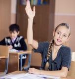 Ragazze della scuola che si siedono al loro scrittorio Fotografia Stock