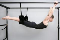 Istruttore di ginnastica della donna di sport dei pilates del Cadillac Immagine Stock