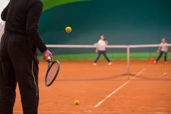 Istruttore di tennis Fotografie Stock Libere da Diritti