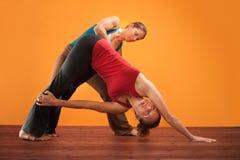 Istruttore ed allievo di Yogasana Fotografia Stock