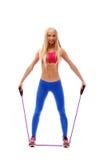 Istruttore sveglio di aerobica che posa con il salto della corda Immagine Stock Libera da Diritti