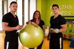 Istruttore Taking Exercise Class Immagine Stock
