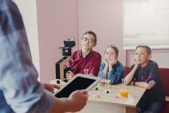 Istruzione del GAMBO Lezione di chimica in laboratorio Fotografia Stock Libera da Diritti