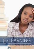 Istruzione e pensiero del testo e della donna di e-learning Fotografia Stock Libera da Diritti