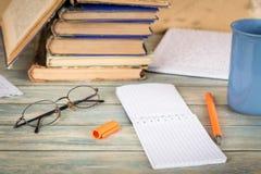 Istruzione, ricerca e concetto di studio Immagini Stock
