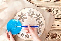 Istruzioni graduali per la fabbricazione di orologi fatti a mano Immagine Stock Libera da Diritti
