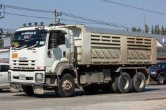 Isuzu Dump lastbil av företaget för Norst stjärnagrupp Arkivbild