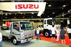Isuzu lastbilskärm under Singapore Motorshow 2016 Arkivfoto