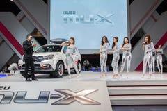 Isuzu MU-x ondisplay con il modello Immagini Stock