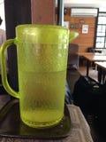 Isvatten i kaffehus Royaltyfri Foto