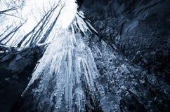 Isvattenfall i vinter Fotografering för Bildbyråer