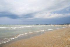 ITÁLIA, Falconara Marittima - 14 de agosto de 2013: Vista do dese Fotografia de Stock Royalty Free