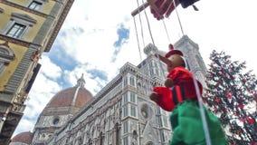 Itália, jogando o fantoche Pinocchio em Florença vídeos de arquivo