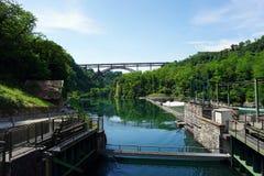 Itália, Lombardy, ao longo do rio de Adda, a ponte do ` Adda de Paderno d fotografia de stock royalty free