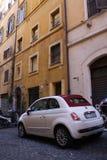 Itália, Milão: Detalhe de carro pequeno imagem de stock