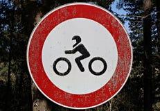 Itália: Proibição do sinal da estrada da circulação às motocicletas foto de stock
